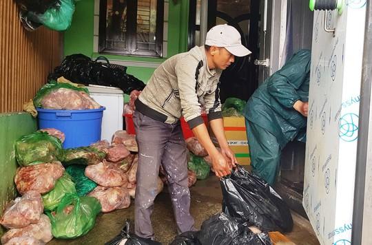 Thất kinh phát hiện khối lượng lớn thịt heo thối tại cơ sở kinh doanh Đà Lạt - Ảnh 4.
