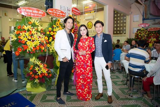 Diễn viên Đoàn Minh Tài khai trương nhà hàng Kiu B 88 chi nhánh 3. - Ảnh 2.