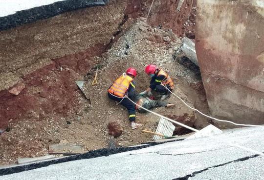 Hố tử thần xuất hiện trong bão số 2 nuốt 5 người đi đường, 2 vợ chồng tử vong - Ảnh 7.