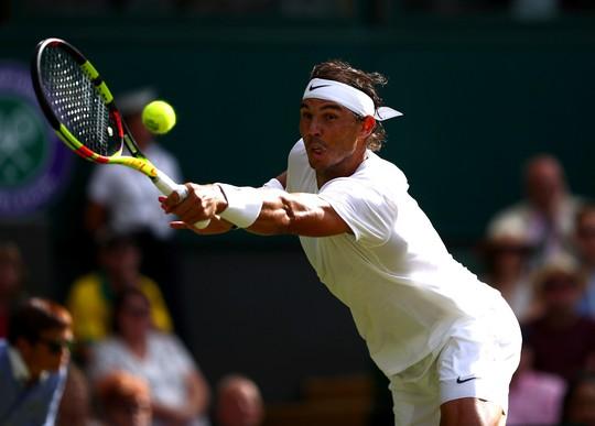 Clip Nadal bật cười vì cú giao bóng quái của Kyrgios - Ảnh 4.