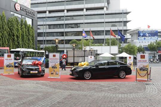 Tập đoàn Hoa Sen trao thưởng Mua Ống nhựa Hoa Sen – Trúng ô tô Camry kỳ 1 - Ảnh 1.