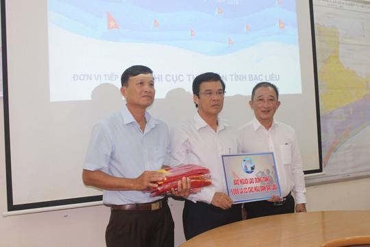 Chương trình Một triệu lá cờ Tổ quốc cùng ngư dân bám biển: Tiếp tục trao 5.000 lá cờ Tổ quốc cho ngư dân Bạc Liêu - Ảnh 1.