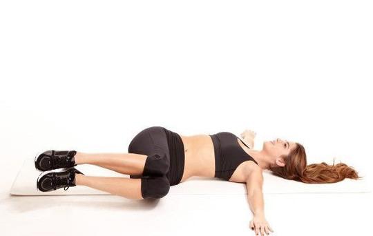 Những bài tập giảm mỡ bụng tại nhà cho chị em chẳng cần đến phòng gym - Ảnh 3.