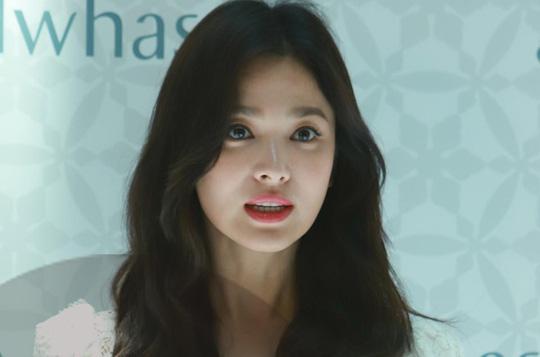 Song Hye Kyo gầy gò xuất hiện lần đầu sau ly hôn - Ảnh 4.