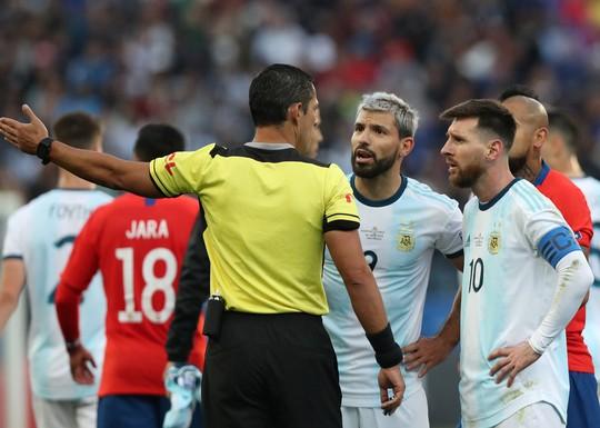 Lãnh thẻ đỏ sau 14 năm, Messi nhận án phạt như đùa hậu Copa America - Ảnh 3.