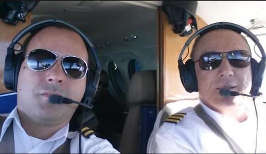 Cơ trưởng đột tử, cơ phó vội cho máy bay hạ cánh khẩn - Ảnh 1.