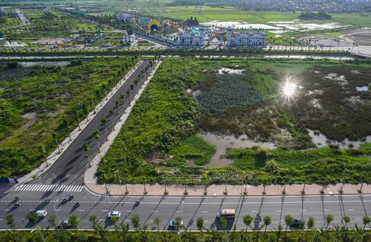 Hàng ngàn người đổ về công viên nước ở Hà Đông dịp cuối tuần - Ảnh 10.