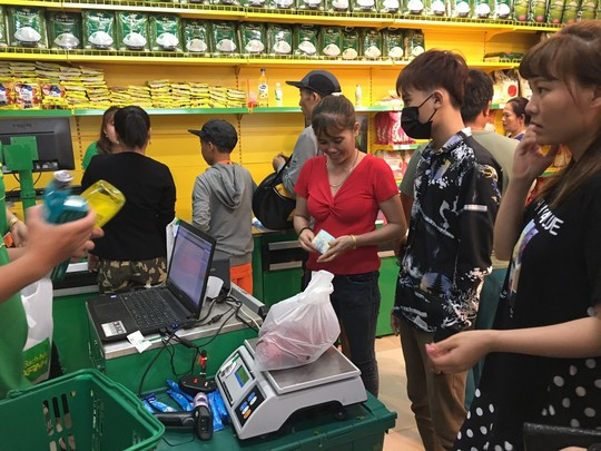 Gần nửa thị trấn ở Long An đi chợ Bách hóa Xanh Bình Tả mỗi ngày - Ảnh 1.