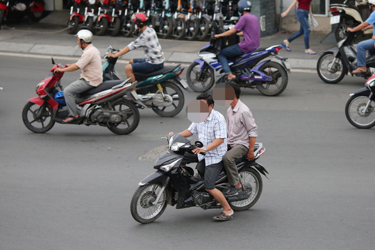 Ý thức giao thông kém: Người dân lỗi 1, cơ quan quản lý lỗi 10 - Ảnh 1.