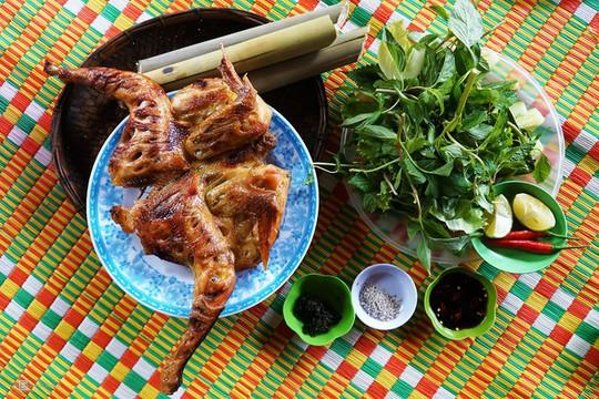 Gà nướng, cơm lam - đặc sản dân dã của núi rừng Tây Nguyên - Ảnh 1.