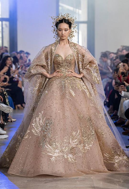 Những bộ đầm được làng mốt khen ngợi ở Tuần thời trang Paris - Ảnh 1.