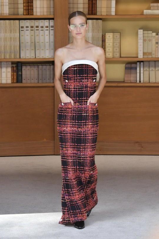 Những bộ đầm được làng mốt khen ngợi ở Tuần thời trang Paris - Ảnh 11.