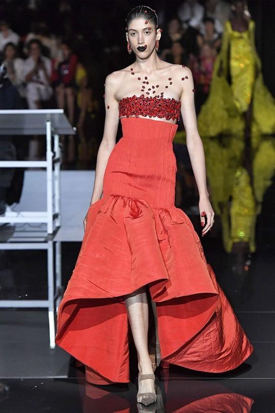 Những bộ đầm được làng mốt khen ngợi ở Tuần thời trang Paris - Ảnh 13.