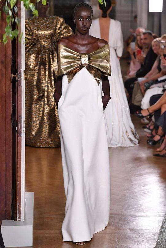 Những bộ đầm được làng mốt khen ngợi ở Tuần thời trang Paris - Ảnh 15.