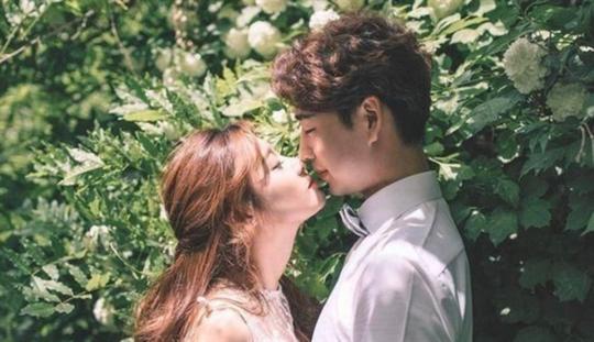 Vợ chồng mà hôn nhau ngoài đường... - Ảnh 3.