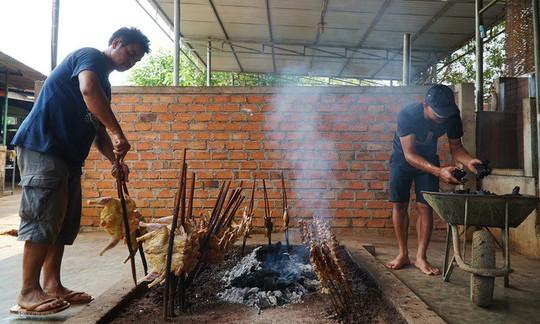 Gà nướng, cơm lam - đặc sản dân dã của núi rừng Tây Nguyên - Ảnh 3.