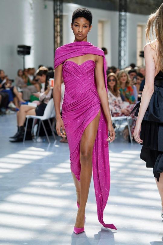 Những bộ đầm được làng mốt khen ngợi ở Tuần thời trang Paris - Ảnh 5.