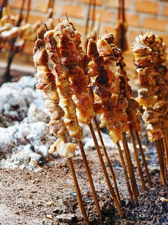 Gà nướng, cơm lam - đặc sản dân dã của núi rừng Tây Nguyên - Ảnh 6.