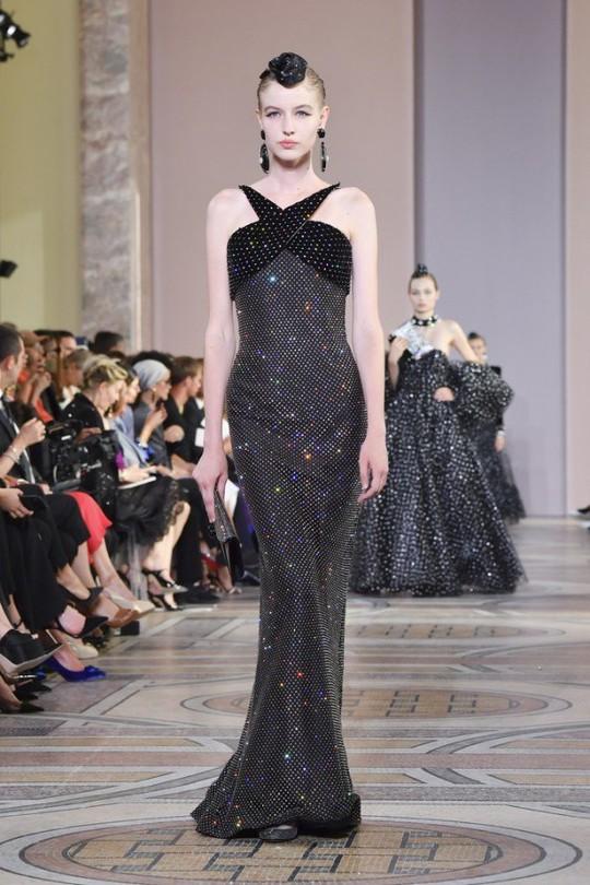 Những bộ đầm được làng mốt khen ngợi ở Tuần thời trang Paris - Ảnh 6.