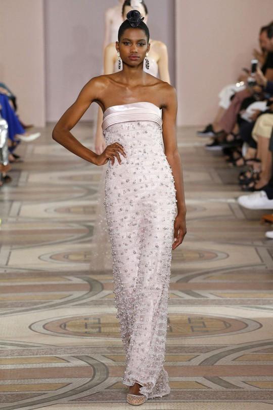 Những bộ đầm được làng mốt khen ngợi ở Tuần thời trang Paris - Ảnh 7.