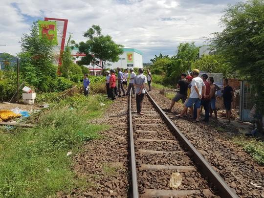 Tai nạn ngay gác chăn, ách tắc đường đi Tây Nha Trang - Ảnh 2.