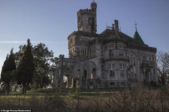 Những lâu đài, cung điện bị bỏ hoang như phim kinh dị - Ảnh 5.