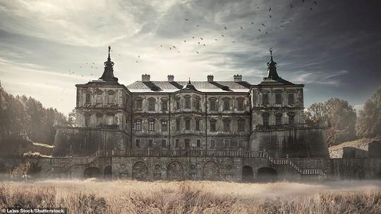 Những lâu đài, cung điện bị bỏ hoang như phim kinh dị - Ảnh 8.