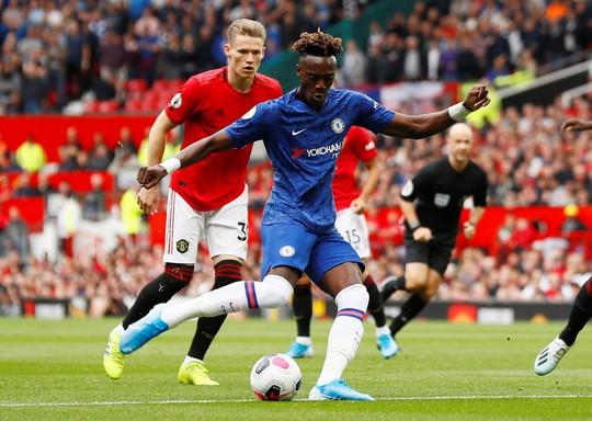 Phản công siêu đỉnh, Man United hạ nhục Chelsea ở Old Trafford - Ảnh 1.