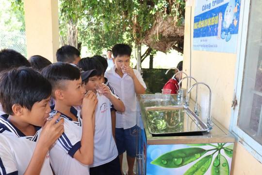 Sawaco trao trụ nước uống tại vòi cho các xã vùng biên giới huyện Trảng Bàng, tỉnh Tây Ninh - Ảnh 1.