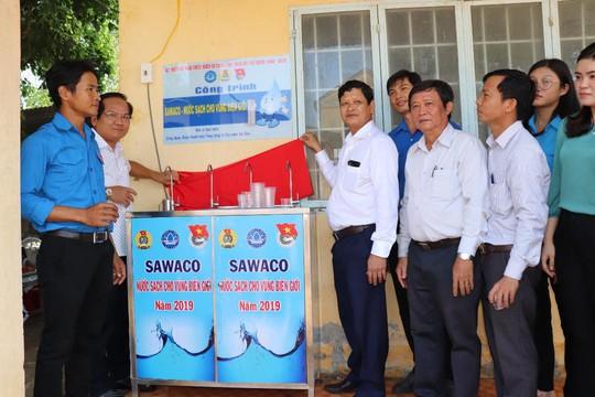 Sawaco trao trụ nước uống tại vòi cho các xã vùng biên giới huyện Trảng Bàng, tỉnh Tây Ninh - Ảnh 2.