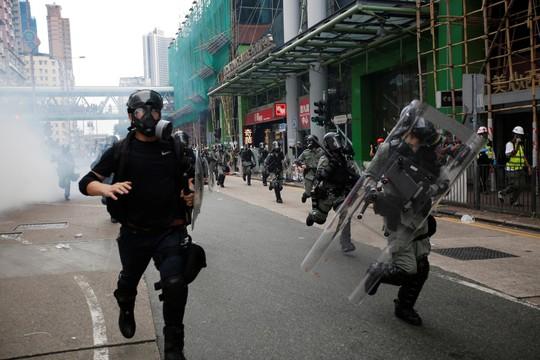 Hồng Kông: Nguy cơ căng thẳng chính trị sắp thành khủng hoảng kinh tế - Ảnh 3.