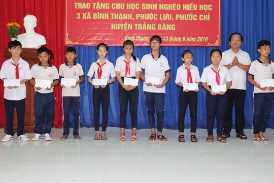 Sawaco trao trụ nước uống tại vòi cho các xã vùng biên giới huyện Trảng Bàng, tỉnh Tây Ninh - Ảnh 3.