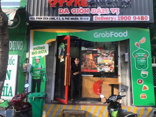 """GrabFood muốn gì khi """"phủ xanh"""" con phố ẩm thực sầm uất ở TP HCM? - Ảnh 5."""