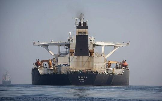 Mỹ quyết không tha tàu chở dầu Iran - Ảnh 1.