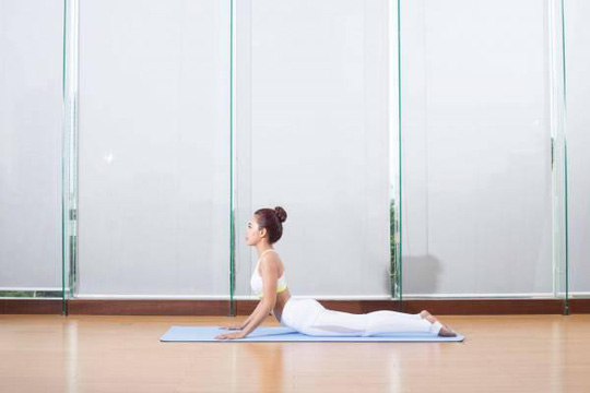 Động tác giúp giảm đau lưng hiệu quả - Ảnh 3.