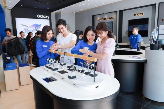 Samsung ra mắt cửa hàng trải nghiệm SES đầu tiên tại Bình Dương - Ảnh 1.