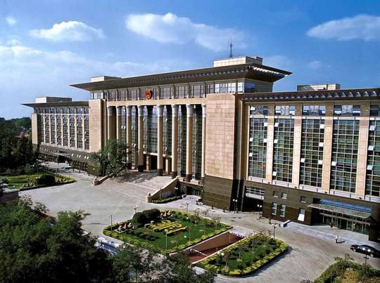 Trung Quốc truy tố kẻ cưỡng hiếp 7 thiếu nữ trong 10 tháng - Ảnh 1.