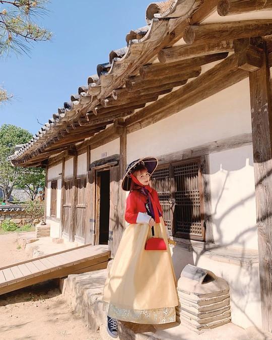 Cung điện nổi tiếng xứ Hàn trong ảnh check-in của hot girl, sao Việt - Ảnh 2.