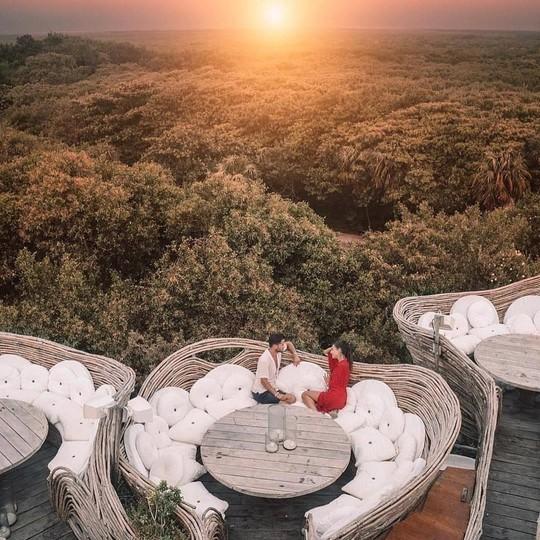 Khu nghỉ dưỡng cheo leo trên cây, cấm du khách dưới 18 tuổi - Ảnh 7.
