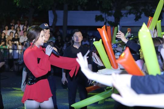 Những khoảnh khắc ấn tượng trong hành trình xuyên Việt của Lễ hội Phố Hàng Nóng - Ảnh 12.