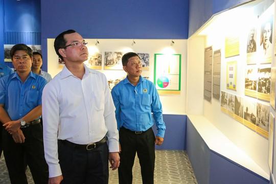 Chủ tịch Tổng LĐLĐ Việt Nam dâng hương tưởng niệm Chủ tịch Tôn Đức Thắng - Ảnh 3.
