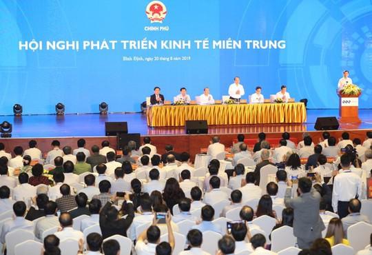 Thủ tướng Nguyễn Xuân Phúc: Miền Trung cần tìm ra căn bệnh để tháo gỡ - Ảnh 4.