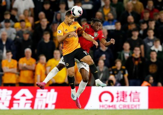 Paul Pogba đóng vai tội đồ, Man United mất thắng ở hang sói - Ảnh 1.