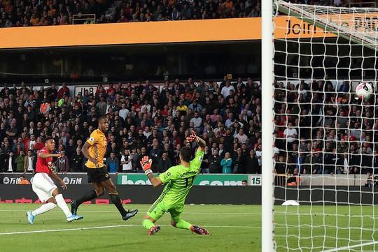 Paul Pogba đóng vai tội đồ, Man United mất thắng ở hang sói - Ảnh 3.