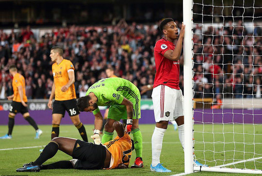 Paul Pogba đóng vai tội đồ, Man United mất thắng ở hang sói - Ảnh 2.