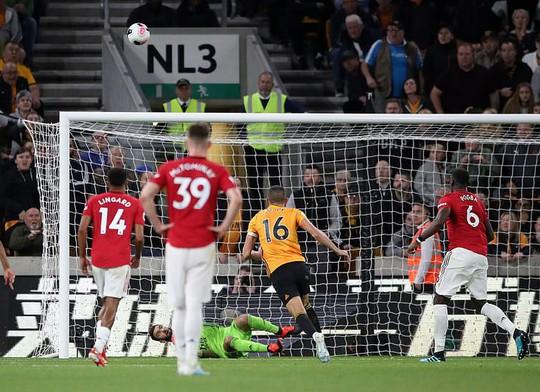 Paul Pogba đóng vai tội đồ, Man United mất thắng ở hang sói - Ảnh 8.