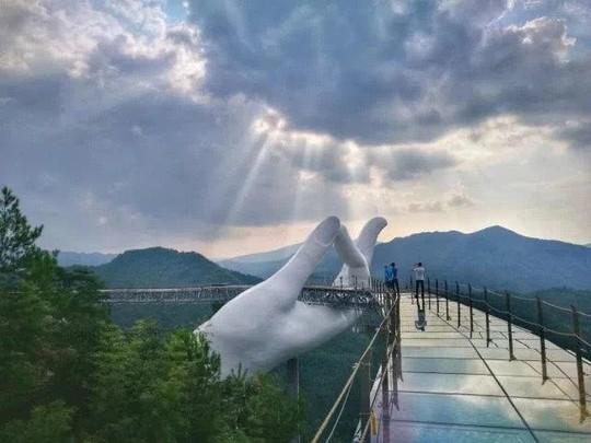 Bản sao cầu Vàng, tháp Eiffel ở Trung Quốc gây chú ý mạng - Ảnh 1.