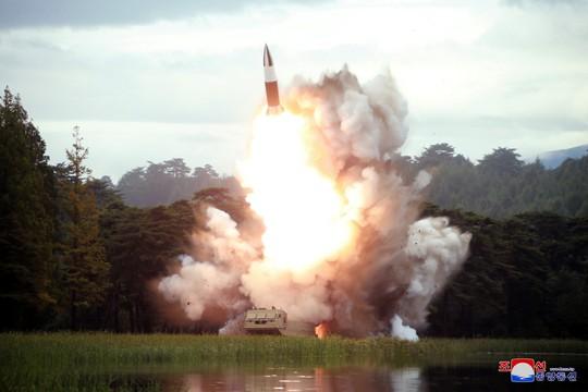 Triều Tiên chỉ trích Mỹ, dọa phát triển vũ khí mới - Ảnh 1.