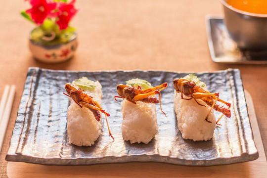 8 món ăn khiến thực khách sởn gai ốc ở Nhật Bản - Ảnh 2.