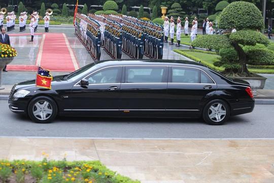 Cận cảnh Thủ tướng Nguyễn Xuân Phúc đón Thủ tướng Úc Scott Morrison - Ảnh 2.